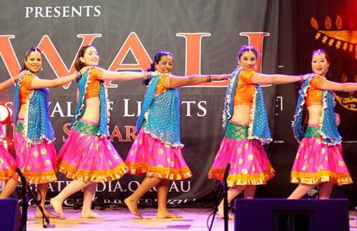 Bollywood Dancers thumbnail