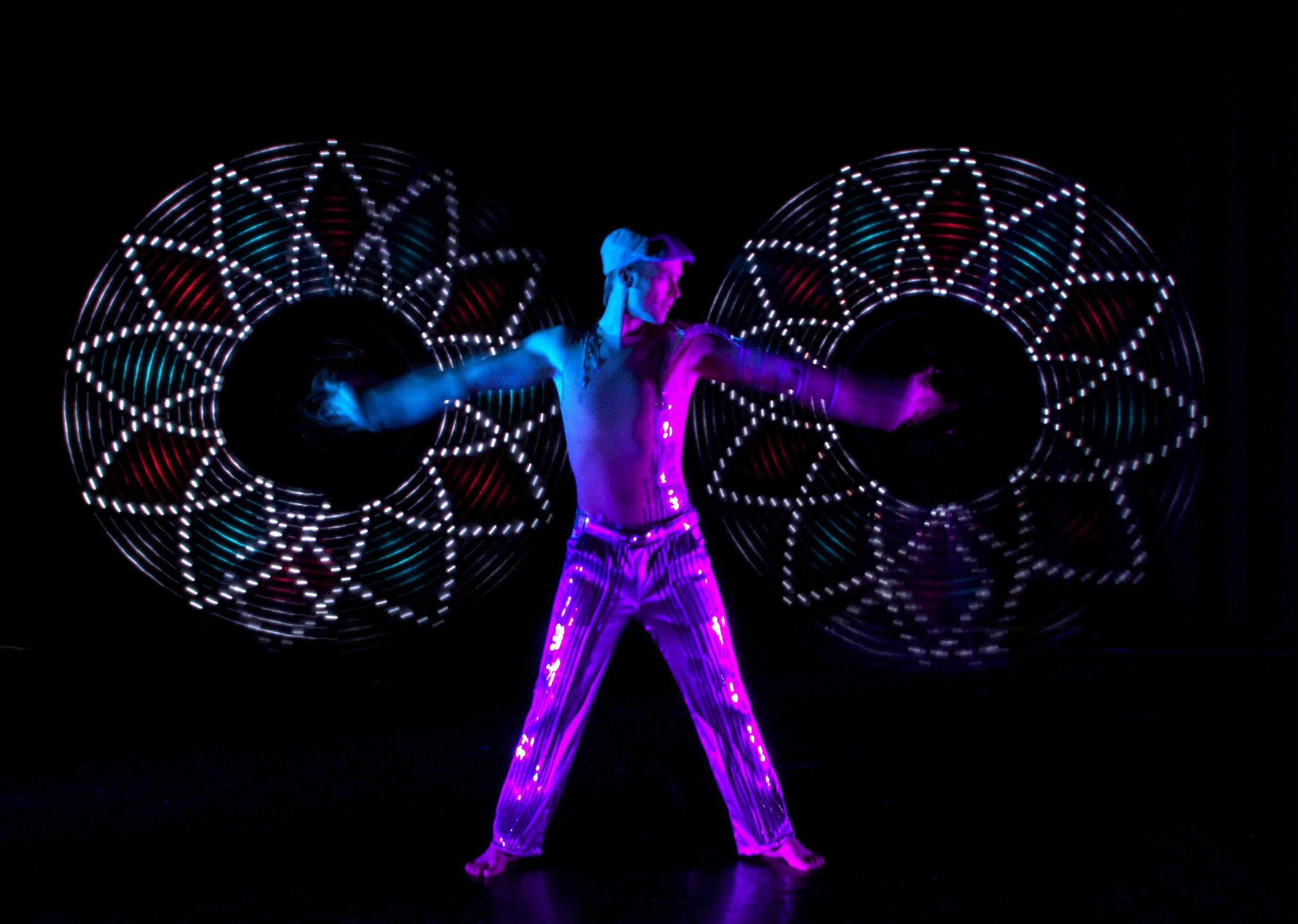 Spinning-Poi-Light-Show