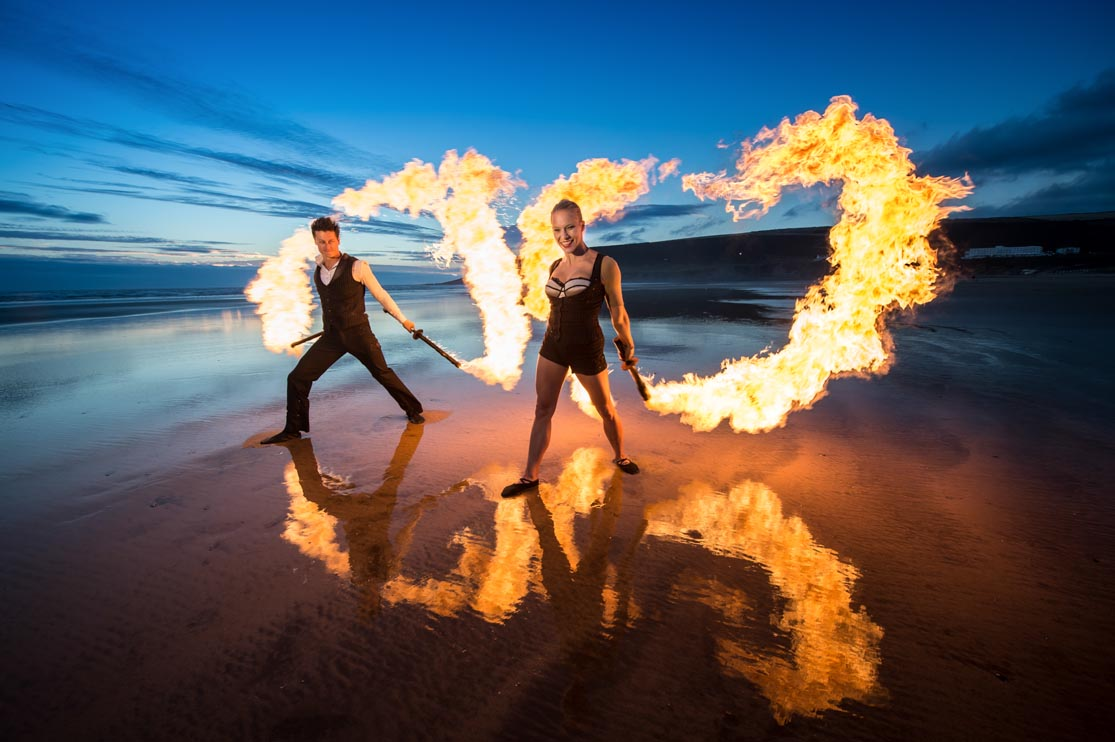 the-best-le-meileur-artiste-spark-fire-performers-show-daring-circus-acts-with-striking-sfx